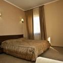 Отель Шелтер (Shelter) - кровать в номере двухместный стандарт